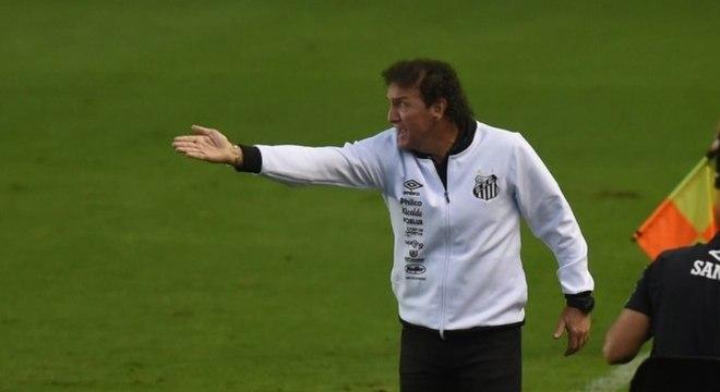 Contra o Inter, Cuca dirigirá o Santos pela segunda vez em sua terceira passagem