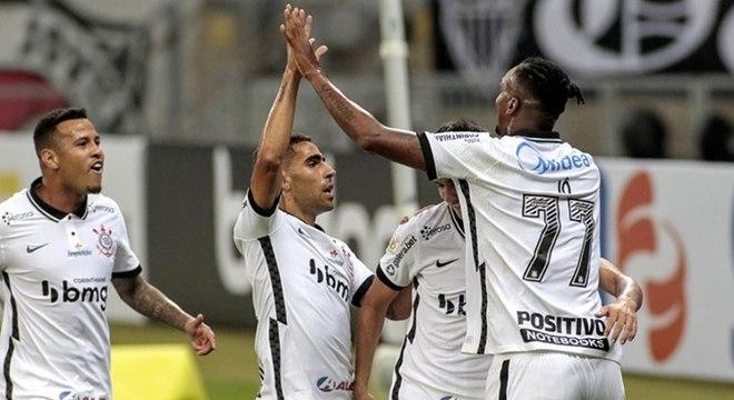 Corinthians tomou virada depois de gols de vantagem após 17 anos