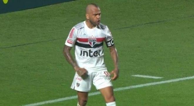 Daniel Alves marcou o gol da vitória do São Paulo