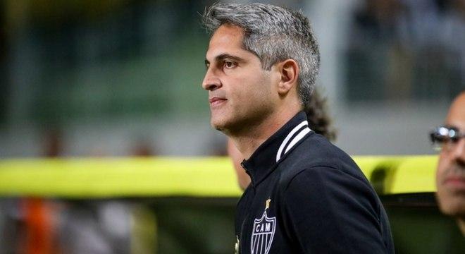 Rodrigo Santana, do Atlético-MG, não resistiu à derrota para o Grêmio por 4 a 1