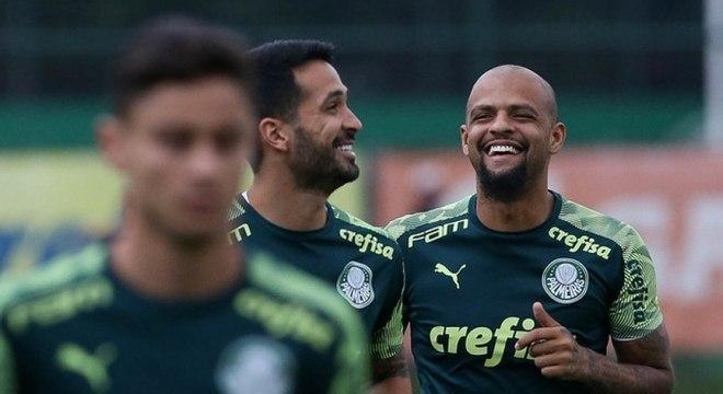 Felipe Melo brincou com a situação financeira do maior rival