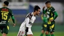 Flamengo vai mal na estreia de Renato, mas bate Defensa por 1 a 0