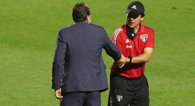 Fernando Diniz cumprimenta Rogério Ceni no Morumbi