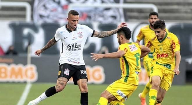 Luan não vive bom momento no Corinthians