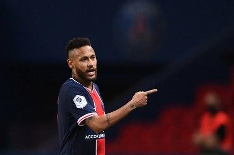 Neymar se queixa com a arbitragem