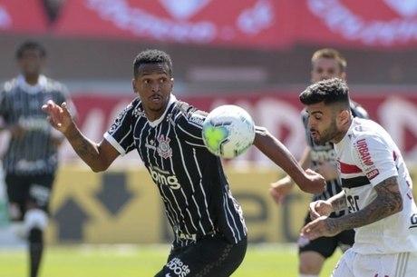 Jô foi punido por lance no clássico contra São Paulo