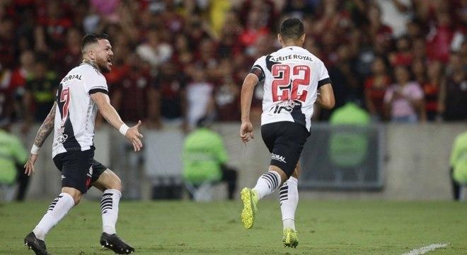 Vasco explora o ponto fraco defensivo do Flamengo