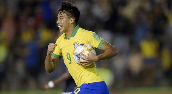 Brasil garante vaga na final vencendo França de virada
