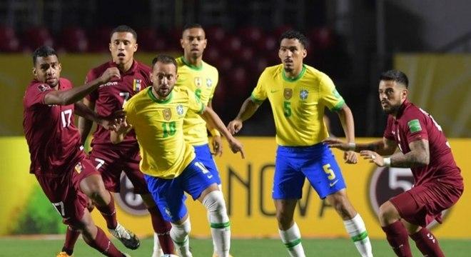 Everton Ribeiro fez bom jogo e participou do gol do Brasil