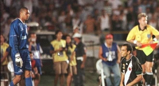 Edmundo perdeu pênalti na final do Mundial de 2000