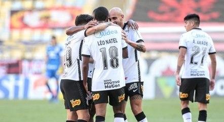 Corinthians deu trabalho ao Flamengo