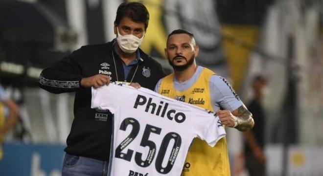 Pará, campeão da Libertadores em 2011, completou 250 jogos com o Santos