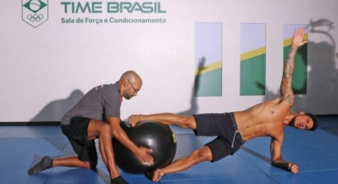 Gabriel Medina treina no COB antes da busca pelo tricampeonato do Circuito Mundial