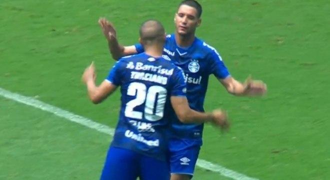 Thiago Neves comemora primeiro gol com a camisa do Grêmio