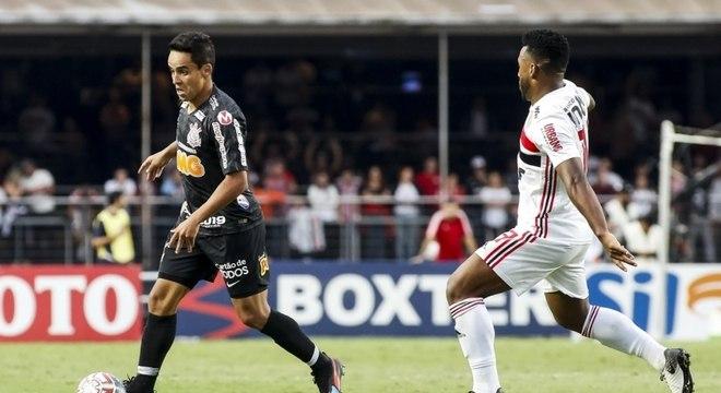 Jadson foi titular do Corinthians na partida contra o São Paulo
