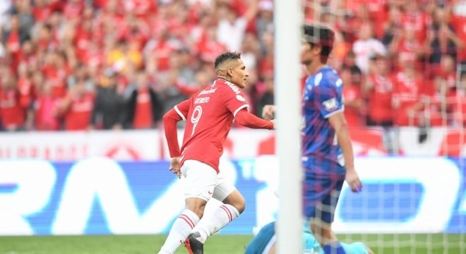 Chineses teriam interesse em contratar Paolo Guerrero
