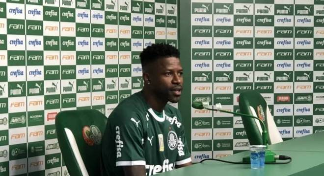 Ramires foi apresentado pelo Palmeiras nesta segunda-feira
