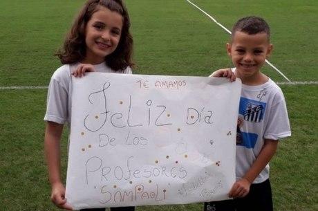 Isabella, de nove anos, e Bruno, de sete, homenagearam