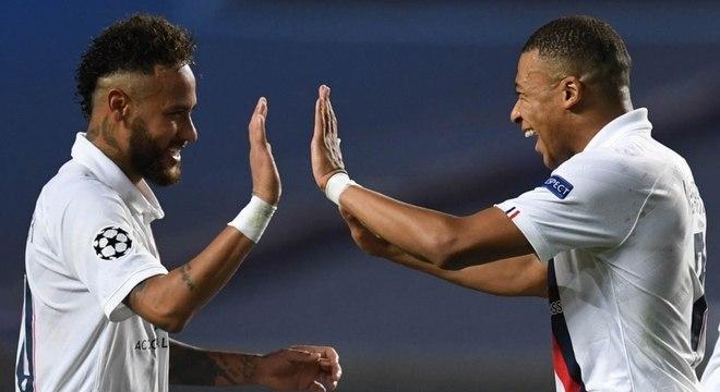 Neymar e Mbappé atualmente jogam juntos no PSG