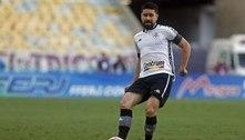 Ricardinho, do Botafogo, contesta possível pênalti sofrido por Ronald