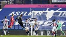 Alisson marca nos acréscimos e garante vitória do Liverpool
