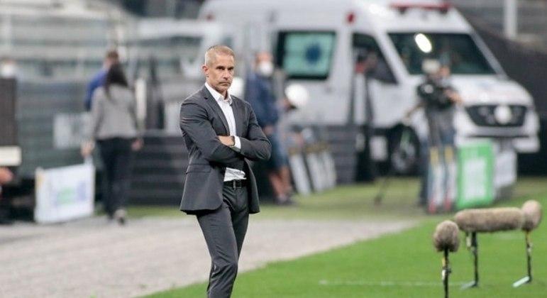 Sylvinho quer vencer em casa pela 1ª vez como técnico do Corinthians