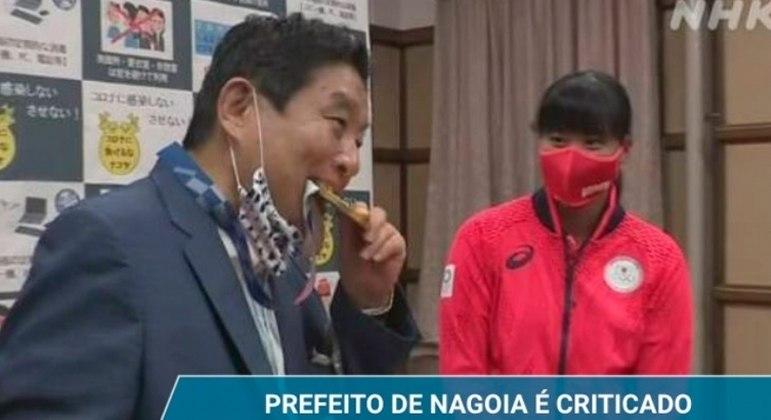 Prefeito japonês vai deixar de receber salários por três meses após críticas