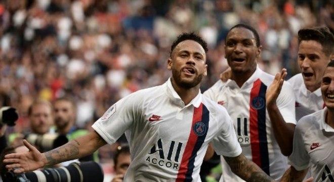Neymar marcou um golaço na vitória do PSG