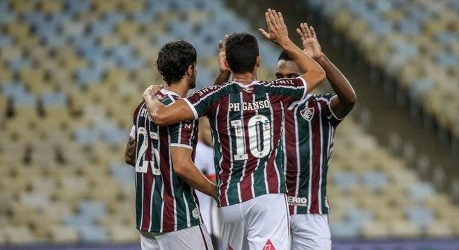 Jogadores do Fluminense comemoram gol contra o Atlético-GO