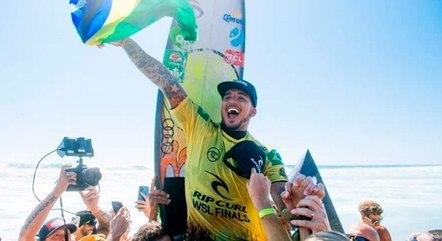 Gabriel Medina é tricampeão mundial no surfe