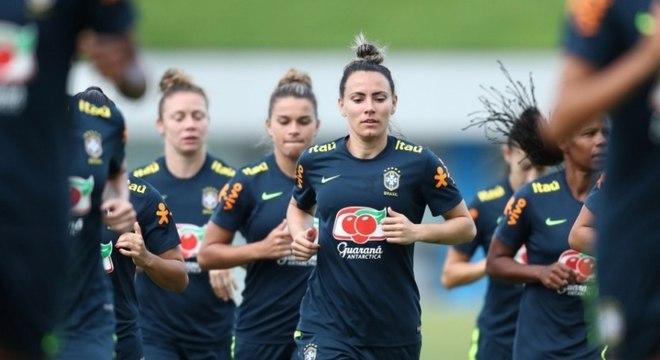 422d3de0df Seleção Brasileira feminina faz primeiro treino com bola no ano ...