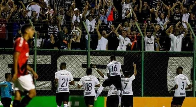 Corinthians vence Athletico e se classifica para a semi da Copinha