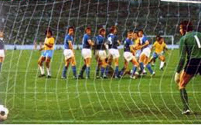 O primeiro confronto entre Brasil x Argentina em Copas do Mundo foi em 1974. Na ocasião, a Seleção saiu vitoriosa por 2 a 1 com gols de Rivelino e Jairzinho. Brindisi marcou para a Argentina.
