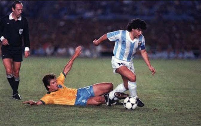 A Copa América de 1989 foi disputada no Brasil. A partida entre Brasil e Argentina foi disputada nas fases finais da competição, no dia 12 de julho, no Maracanã. A Seleção venceu com gols de Romário e uma pintura de Bebeto.