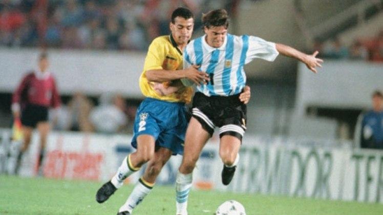 A Copa América de 1995, disputada no Uruguai, teve um Brasil x Argentina nas quartas de final. A partida terminou no tempo regulamentar em 2 a 2, com Túlio Maravilha marcando um gol de mão. Nos pênaltis, a Seleção venceu por 4 a 2.
