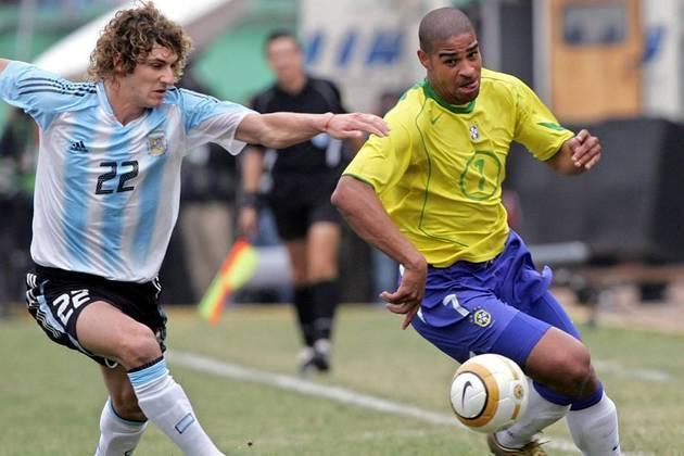 A vitória mais marcante para o Brasil veio em 25 de julho de 2004. A final da Copa América era contra a Argentina. Os hermanos venciam a partida por 2 a 1 até os acréscimos. No final, Tévez, que fazia graça na linha de fundo, perdeu a bola. Em contra-ataque, Adriano marcou para o Brasil e levou a partida para os pênaltis. No final, a Seleção venceu por 4 a 2 e levantou o troféu.