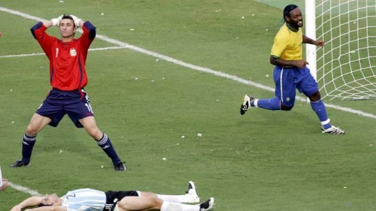Na Copa América de 2007, tínhamos um Brasil cheio de desconfianças pela eliminação em 2006 e sem seus principais jogadores contra um quarteto argentino formado por Riquelme, Verón, Messi e Tévez. A seleção saiu campeã do torneio com uma vitória por 3 a 0 sobre os hermanos.