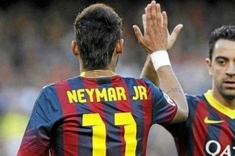 Neymar e Xavi jogaram juntos no Barça de 2013 a 2015