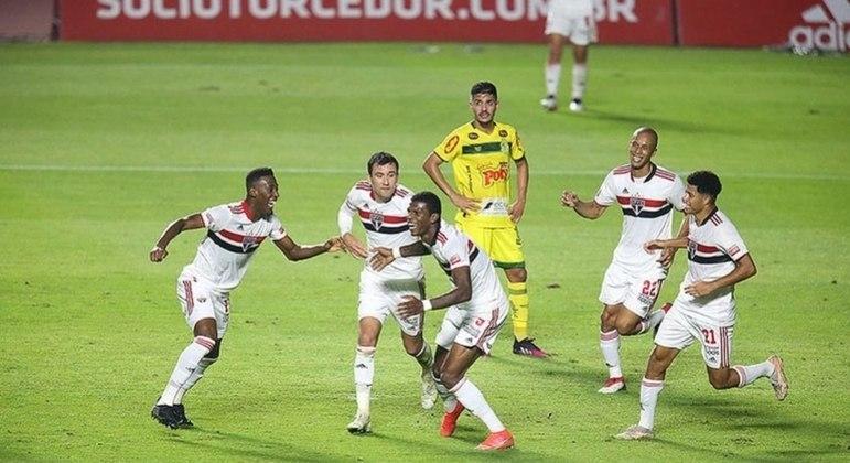 São Paulo mostrou repertório ofensivo para golear o Mirassol