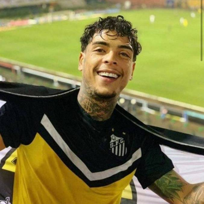 Mundo da bola se solidarizou com morte do cantor Mc Kevin