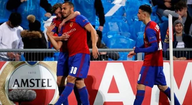 Arthur baterá meta que obriga Basel a comprá-lo se fizer mais um gol no ano