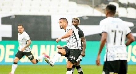 Renato Augusto fez gol no jogo em que retornou