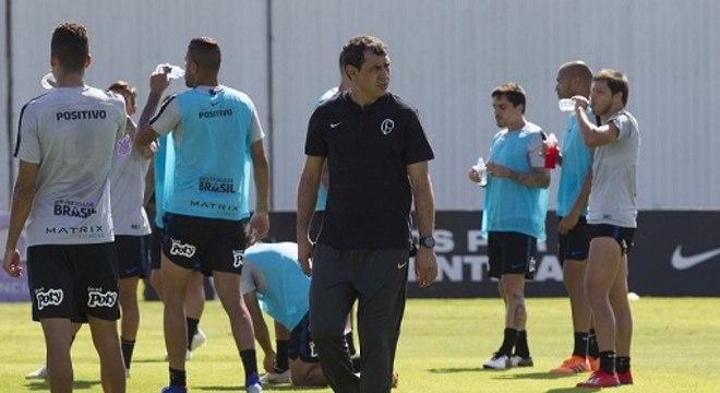 ff642a78b4 Carille diz que Douglas pode deixar o Corinthians e faz planos para ...