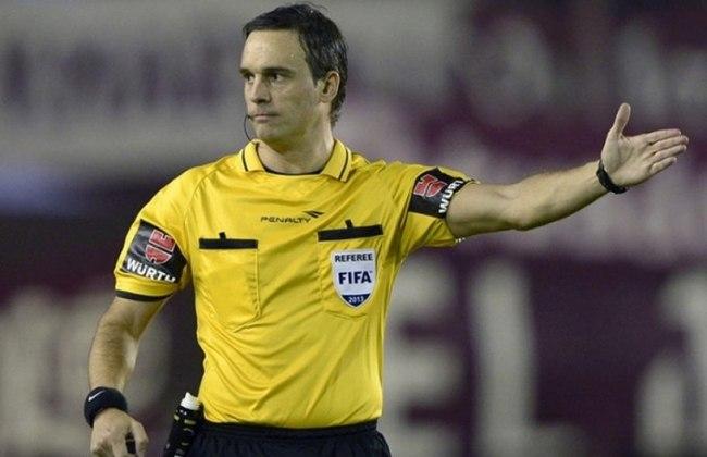 Patricio Loustau é árbitro da Fifa desde 2011