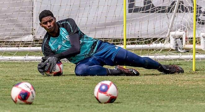 Hugo Souza, goleiro de 22 anos do Flamengo, está na mira do Ajax