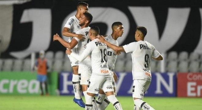 Peixe venceu na Vila Belmiro por 2 a 1 neste domingo