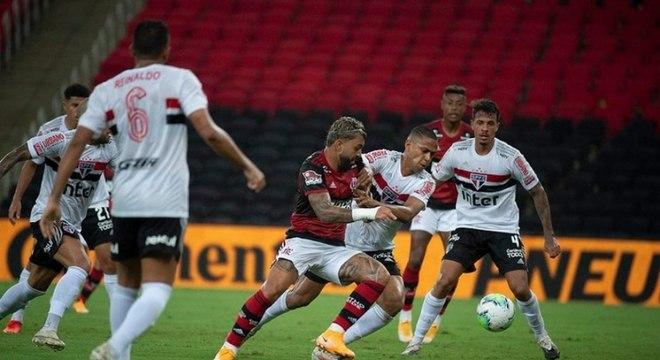 Gabigol em ação na partida de ida, que terminou com vitória do Tricolor por 2 a 1