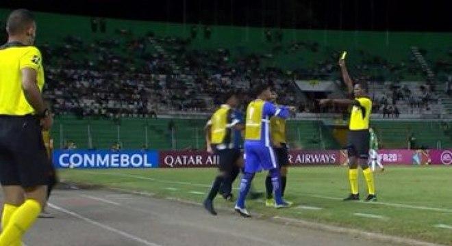 Árbitro deu amarelo para atleta do Vasco que denunciou racismo