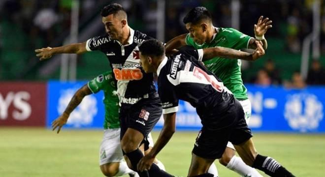 Jogo entre Oriente Petrolero e Vasco terminou sem gols