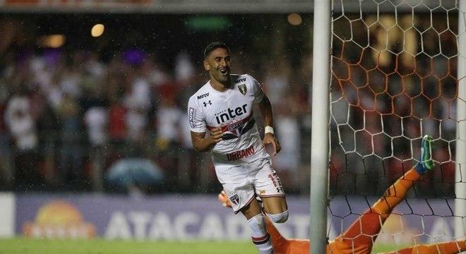 Em último confronto, São Paulo venceu São Caetano por 2 a 0